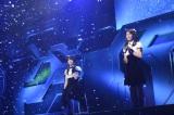 M6「あなたとクリスマスイブ」(左から横山由依、秋元才加)〜『思い出せる君たちへ〜AKB48グループ全公演〜』初日のA1st「PARTYが始まるよ」より (C)AKS