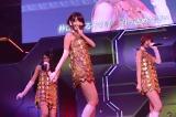 M7「キスはダメよ」(左から北原里英、柏木由紀、篠田麻里子)〜『思い出せる君たちへ〜AKB48グループ全公演〜』初日のA1st「PARTYが始まるよ」より (C)AKS