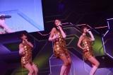 M7「キスはダメよ」(左から柏木由紀、北原里英、篠田麻里子)〜『思い出せる君たちへ〜AKB48グループ全公演〜』初日のA1st「PARTYが始まるよ」より (C)AKS