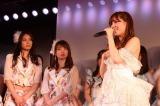 AKB48劇場河西智美卒業公演 河西智美(右)の旅立ちを見守る秋元才加(左)と大島優子(中央) (C)AKS
