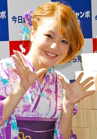 サムネイル 保田圭の婚約を祝福した中澤裕子 (C)ORICON NewS Inc.