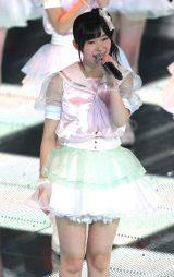 日本武道館での初コンサートにうっすら涙を浮かべる指原莉乃(C)AKS