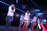 劇場公演3000回を達成したAKB48(C)AKS
