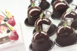 今年のさっぽろスイーツグランプリに輝いた作品(写真右)。このお菓子の中には普段洋 菓子には使わないある素材が入っている(C)TBS