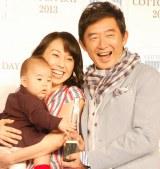仲睦まじい様子を見せた(左から)理汰郎くん、東尾理子、石田純一 (C)ORICON NewS inc.