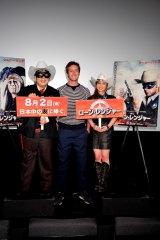 映画『ローン・レンジャー』キャストの来日記者発表会に出席した(左から)天野ひろゆき、アーミー・ハマー、平愛梨