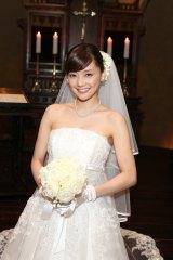 GLAYの新曲MVでウエディングドレス姿を披露した倉科カナ