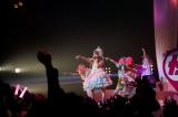 6thシングル「インベーダーインベーダー」発売記念ライブでパフォーマンスするきゃりーぱみゅぱみゅと「だだだダンサー」