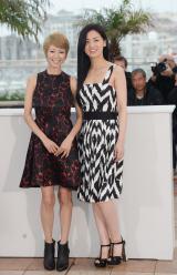 映画『そして父になる』で『第66回カンヌ国際映画祭』に参加した(左から)真木よう子、尾野真千子 (C)2013『そして父になる』製作委員会
