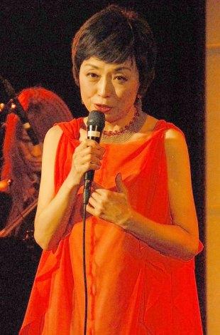 コロムビアレコード移籍第1弾シングル「サヨナラをあげる」を披露したクミコ (C)ORICON NewS inc.