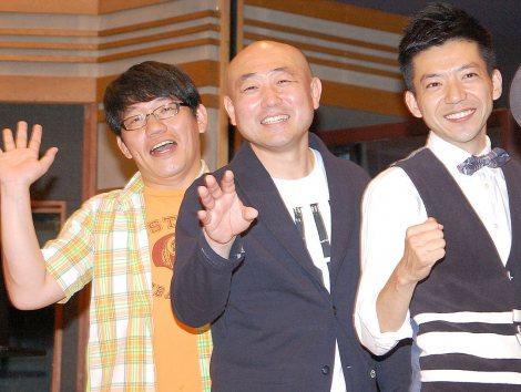 どぶろっくメジャーデビューシングル「もしかしてだけど」の発売記念イベントに出席した(左から)飯尾和樹(ずん)、やす(ずん)、森慎太郎(どぶろっく) (C)ORICON NewS inc.
