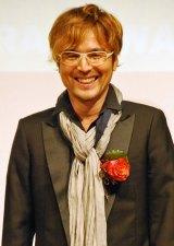 銅賞受賞曲「Everyday、カチューシャ」作曲者の井上ヨシマサ氏