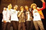 Song Ridersの2ndシングル「TRAUMA/Be」の発売記念イベントに登場した早乙女太一(写真中央)とSong Riders