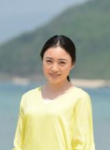 総合テレビで5月25日スタートのドラマ『島の先生』に主演する仲間由紀恵。奄美諸島で長期ロケを敢行(C)NHK