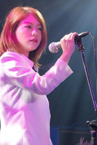 『K2 presents 獅子音 Vol.7〜Surf of May〜』に出演したShiny Lips・AKINA (C)ORICON NewS inc.