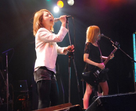 『K2 presents 獅子音 Vol.7〜Surf of May〜』に出演したShiny Lips・AKINA (C)ORICON NewS inc.