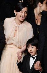 (左から)尾野真千子、二宮慶多(C)2013『そして父になる』製作委員会
