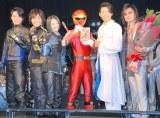 10年ぶりに集結したハリケンジャー(左から)姜暢雄、山本康平、長澤奈央、ハリケンジャー、白川裕二郎、高取ヒデアキ (C)ORICON NewS inc.