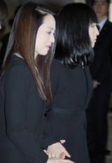 娘と手をつなぎながら相澤さんの元へと足を進める松田聖子 (C)ORICON NewS inc.
