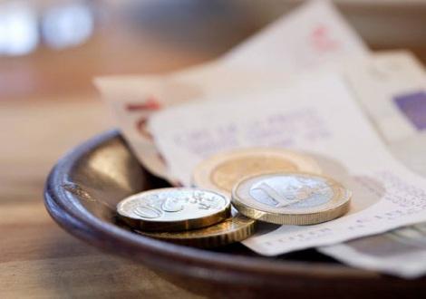 海外旅行先でスムーズな買い物を楽しむために、知っておきたい「お金の英語表現」
