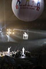 気球でスタンドのファンにあいさつしたDJケミカル