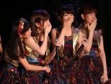 速報発表に一喜一憂するAKB48劇場のメンバーたち(写真左から渡辺美優紀、島崎遥香、柏木由紀、小島陽菜)(C)AKS