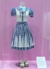 27thシングル「ギンガムチェック」で渡辺麻友が着用した衣装=「AKB48選抜総選挙ミュージアム」オープニングセレモニー (C)ORICON NewS inc.