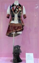 13thシングル「言い訳Maybe」で篠田麻里子が着用した衣装=「AKB48選抜総選挙ミュージアム」オープニングセレモニー (C)ORICON NewS inc.