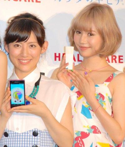 第2のローラこと水沢アリー(右)と水沢の物まねを披露した福田彩乃 (C)ORICON NewS inc.