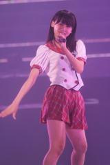 日本武道館で行われた『AKB48グループ研究生コンサート「推しメン早い者勝ち」』に出演したAKB48小嶋真子(撮影:鈴木かずなり) (C)ORICON NewS inc.