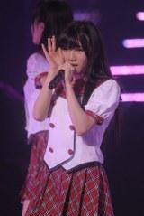 日本武道館で行われた『AKB48グループ研究生コンサート「推しメン早い者勝ち」』に出演したAKB48岡田奈々(撮影:鈴木かずなり) (C)ORICON NewS inc.