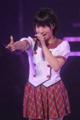 日本武道館で行われた『AKB48グループ研究生コンサート「推しメン早い者勝ち」』に出演したHKT48の朝長美桜(撮影:鈴木かずなり) (C)ORICON NewS inc.