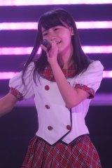 日本武道館で行われた『AKB48グループ研究生コンサート「推しメン早い者勝ち」』に出演したAKB48の小嶋真子(撮影:鈴木かずなり) (C)ORICON NewS inc.