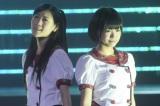 日本武道館で行われた『AKB48グループ研究生コンサート「推しメン早い者勝ち」』に出演したAKB48西野未姫とHKT48朝長美桜(撮影:鈴木かずなり) (C)ORICON NewS inc.