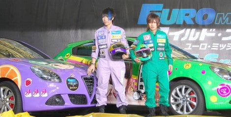 映画『ワイルド・スピード EURO MISSION』イタ(痛)車お披露目式イベントに出席したゴールデンボンバーのメンバーをイメージしたイタ車(左から)歌広場淳、喜矢武豊