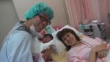 第2子誕生に笑顔の原口あきまさ(左)と福下恵美