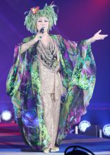 『GirlsAward 2012 AUTUMN/WINTER』にサプライズで登場した美川憲一 (写真:片山よしお)