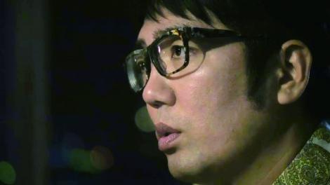 プロポーズをする小木博明(おぎやはぎ)=『ゼクシィ』新CM場面カット