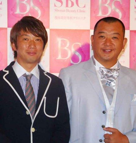美容スマホアプリ『SBCビューティーシミュレーション』の記者発表会に出席したTKO(左から)木本武宏、木下隆行 (C)ORICON NewS inc.
