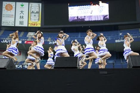 京セラドーム大阪で握手会イベントを行ったAKB48(C)AKS