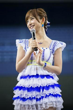 京セラドーム大阪で行われた握手会イベントに参加した篠田麻里子(C)AKS
