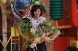 最後の「ザ!世界仰天ニュース」収録で花束を贈呈された鈴江奈々