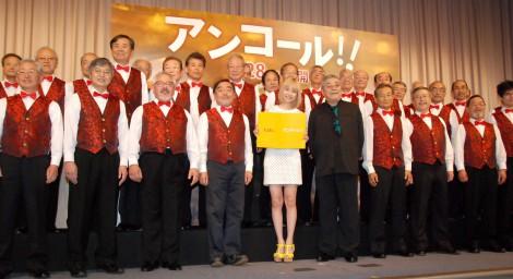 映画『アンコール!!』公開直前イベントに出席した(写真中央左から)水沢アリーと中尾彬 (C)ORICON NewS inc.