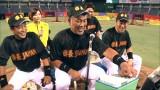 新しいピッチングマシンを嬉々として操作する清原和博氏(C)テレビ朝日
