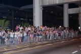 空港で待ち構える香港のファン(映画『ガリレオ』香港プレミア)
