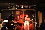 ジャズシンガーとしてライブを行った