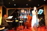 ジャズを熱唱する中島知子