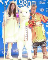 西遊記の衣装で登場した(左から)佐々木希と高田純次 (C)ORICON NewS inc.