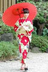 椿の花が栄える赤の浴衣を見事に着こなした (C)ORICON NewS inc.