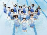 白石麻衣(前列中央)初センター曲で最高売上を記録した乃木坂46